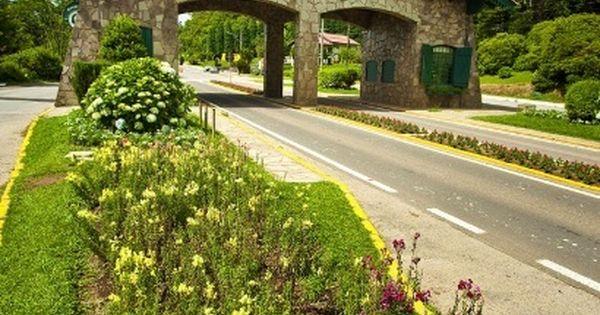 O clima de montanha inspira viagens românticas. No Brasil, Gramado é uma