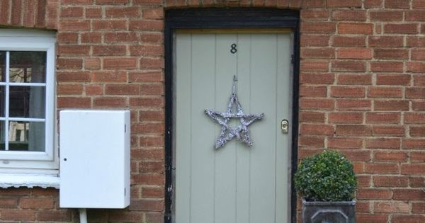 West Egg Blog simple star wreath for the front door. Painted French