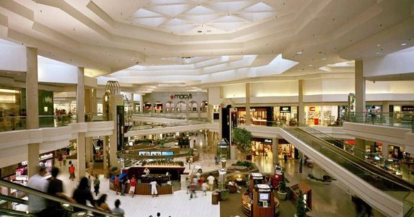 Woodfield Mall, easily the largest mall in Illinois and one of the largest in the nation. This mall has it all from computers to clothing to food to entertainment. If you're visiting this area of the suburbs, it's definitely worth a visit to see this giant collection of different shops arranged in a slightly confusing pattern across different floors and wings.4/4().