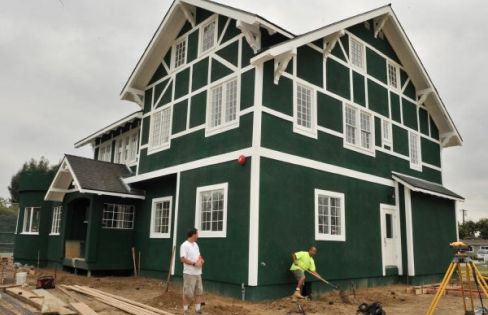 Green paint houses city of santa ana paints historic home wimbledon green marjorie - Hunter green exterior paint paint ...
