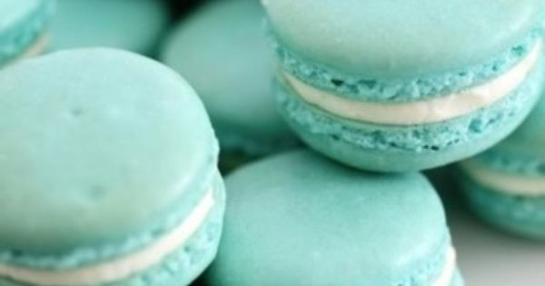 tiffany blue macarons (use combo of blue and green gel food colorings