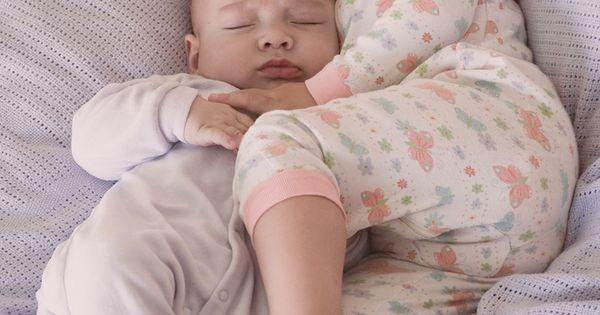 Cute photo idea. Sleeping babies. =)