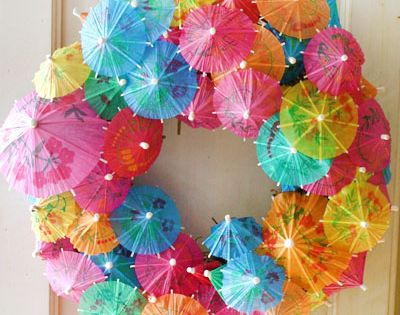 #PartyPlanning EventPlanning BirthdayParties KidsBirthdays Party Pool party ideas: adorable umbrella wreath: would