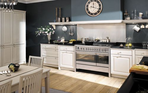 cuisine rustique avec bois ch ne blanc et murs bleu nuit construction maison pinterest. Black Bedroom Furniture Sets. Home Design Ideas