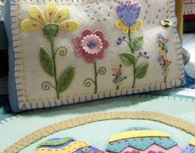 Wool Appliqu 233 Spring Flowers Pillow Couldn T Find Pattern