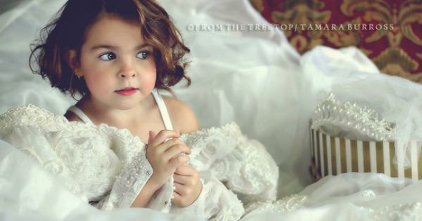 Love this photo idea! take a picture of your daughter in your