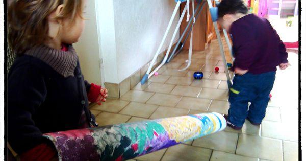 Activit enfant int rieur jouer avec un tube en carton for Activite interieur