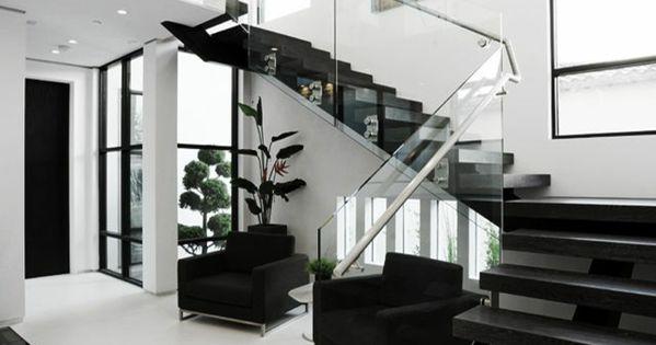 design d 39 int rieur styl avec le tableau triptyque escaliers en verre escaliers. Black Bedroom Furniture Sets. Home Design Ideas