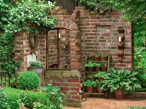 Grundstucksmauer Gartenmauer Ruinenmauer Toreinfahrt Reichsformat Ziegelsteine Klinker Backstein Rustikaler Abriss Garten Steinmauer Garten Garten Ideen
