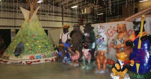 Christmas Tipi And Bears Bear Hotel Grants Pass Oegon 97526 Oregon Travel Southern Oregon Grants Pass