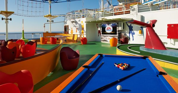 Carnival SportSquare: Mini-golf, Table Tennis, Foosball