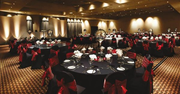 Another prom venue idea glam topshoppromqueen prom for How can prom venues be decorated