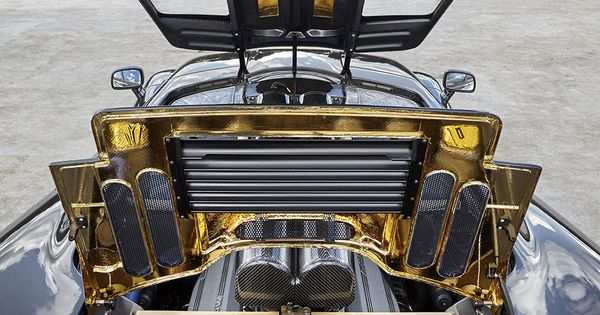 Under the hood of McLaren F1: 627 hp V-12 and an engine ...