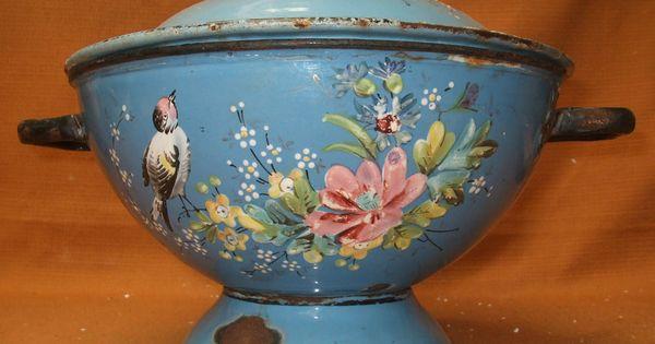 soupiere emaillee ancienne decor oiseaux papillon fleurs bel email en relief enamel ware. Black Bedroom Furniture Sets. Home Design Ideas