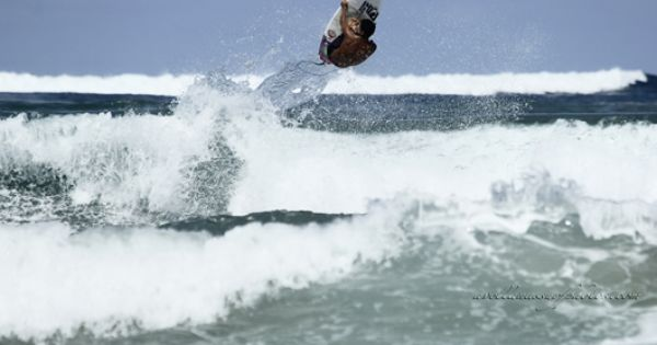 Jason Torres Con Alas En Avellanas Photo Avellanas Surf Photos Surf Trip Best Surfing Spots Surfing