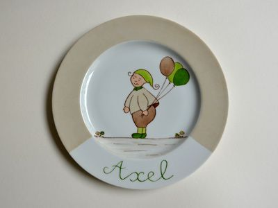 assiette enfant model enfant au ballon ton beige et vert av peinture porcelaine pinterest. Black Bedroom Furniture Sets. Home Design Ideas
