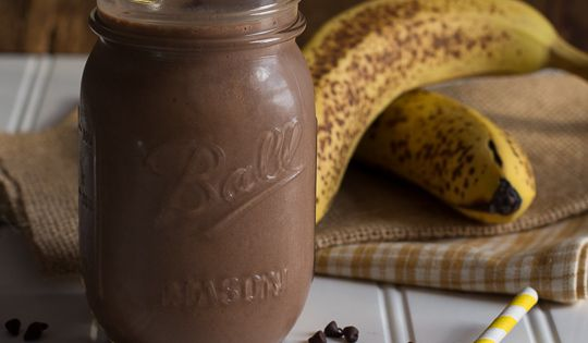 Skinny Chocolate Peanut Butter Banana Shake   Greek yogurt, bananas, and peanut