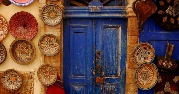 befear-less: morocco door blue yellow red