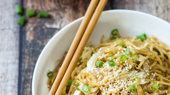 15 Minute Easy Yakisoba Noodle Stir Fry | Recipe | Cabbages, Asian ...