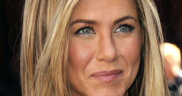 Celebrity Eye Color Blue Vs Brown Jennifer Aniston
