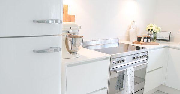 smeg k hlschrank wei gubi wandlampen wei e k che. Black Bedroom Furniture Sets. Home Design Ideas