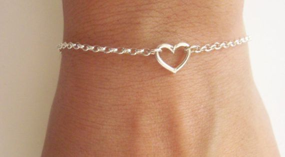 Lovely tiny heart sterling silver bracelet.