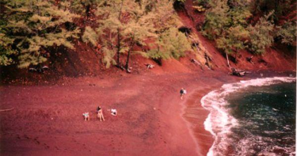 Unusual Beaches Around The World Red Sand Beach Hawaii Beaches Colored Sand Beaches