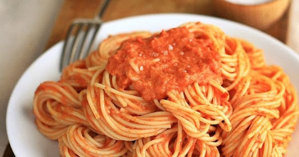 Spaghetti with Tomato Vodka Cream Sauce... I'm always looking for a good