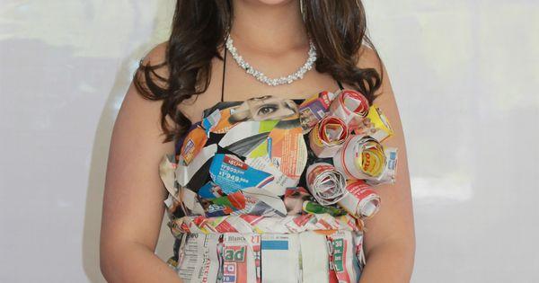 Realización de un lindo vestido con papel periódico, notase las
