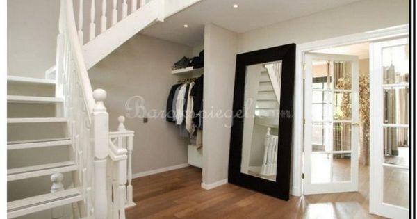 Deze grote zwarte spiegel staat prachtig in combinatie met klassieke en elementen http www - Grote woonkamer design spiegel ...