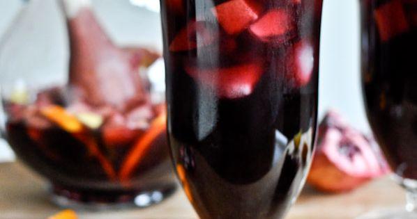 Winter Sangria - Pomegranate Vanilla Sangria Recipe | howsweeteats.com