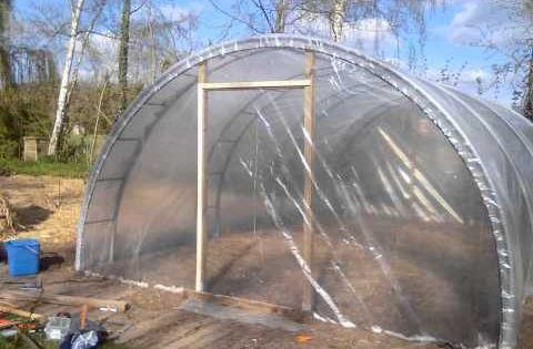 Fabrication D Une Serre De 26 M Pour 250 Arceaux En Fer T 50 Les 6 4 Seulement Utilises Pour Serre Jardin Fabriquer Abri De Jardin Amenagement Jardin