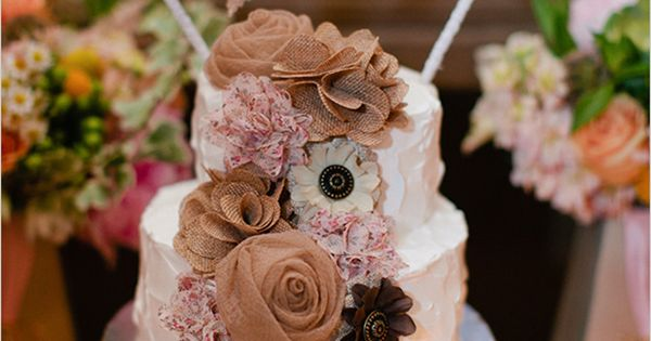 rustic wedding cake & mini burlap banner cake topper