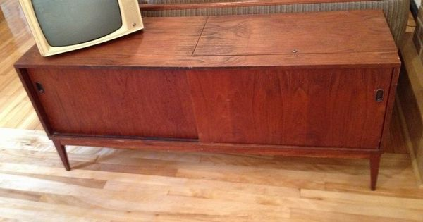 Kijiji 150 dollars cr dence vintage en teck 150 buy for Meuble antique kijiji