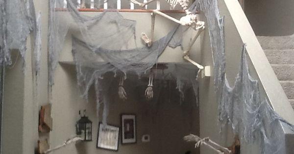 Halloween skeleton haunted house hallway haunted house for Haunted house hallway ideas