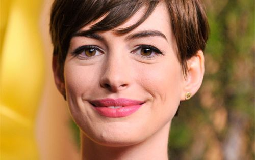 Anne Hathaway Pixie Hairstyle Short Straight Casual Medium Brunette New Haircut Ideas