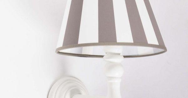 wandlampe aus holz mit einem gestreiften lampenschirm licht beleuchtung pinterest. Black Bedroom Furniture Sets. Home Design Ideas