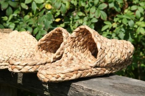 Pin By Majo Lopez On Totora Diy Shoes Woven Shoes Diy Sandals