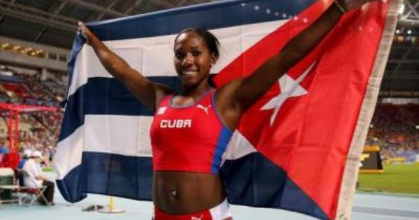 Cuba S Yarisley Silva Grabs Bronze Medal In Moscow S Pole Vault Pole Vault Cuba Track And Field Athlete