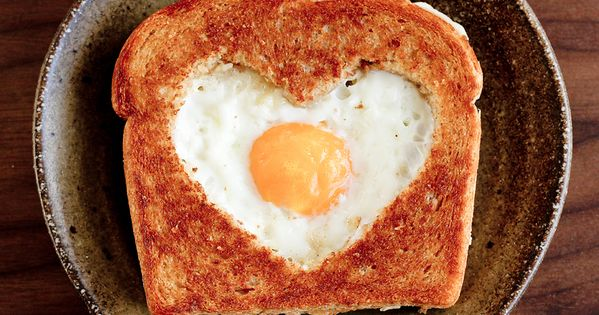 11 Breakfast In Bed Ideas for Your Love (Husband, Wife, Girlfriend, Boyfriend,
