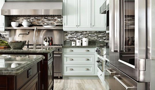 Like the light floor and mix of white shaker perimeter cabinets and