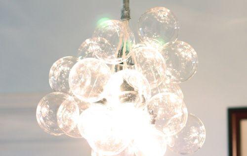 lustre avec des bulles de verre ou de plastique recycler le verre pinterest lustre. Black Bedroom Furniture Sets. Home Design Ideas