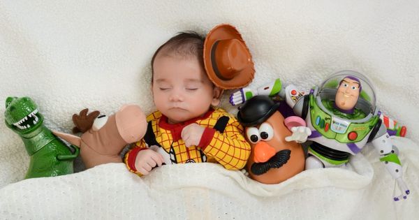 unique maternity photo shoot ideas - Adorable toy story