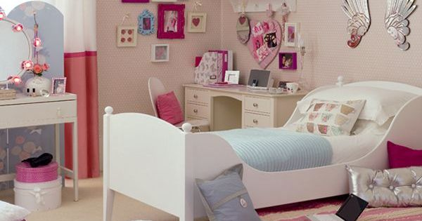 Great bedroom space for a teenage girl. Love the wall display with