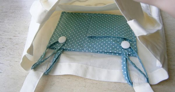 Insert-able pocket for tote bags. This is simply brilliant! sewing tote bags