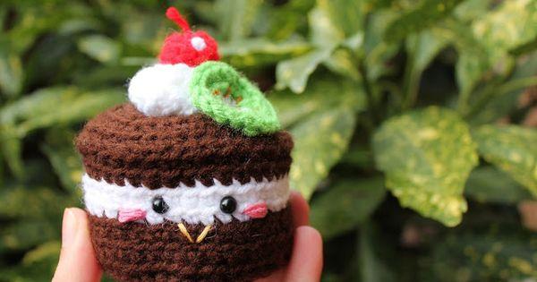 FREE Mini Cake Amigurumi Crochet Pattern and Tutorial by ...