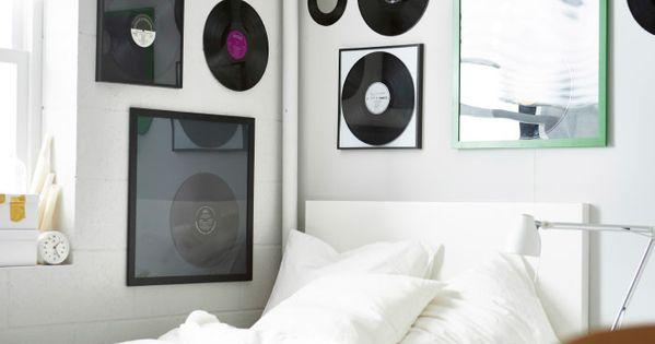 mur d cor d 39 anciens disques sous cadre d co pinterest studios musiques disco et lps. Black Bedroom Furniture Sets. Home Design Ideas