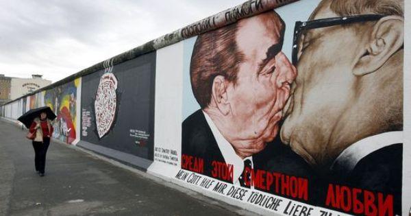 Berlin Reisst Teile Der Mauer Ab Berlin Berliner Mauer Oberbaumbrucke