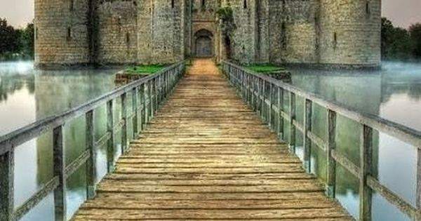 Bodiam Castle, England - Explore the World, one Country at a Time.