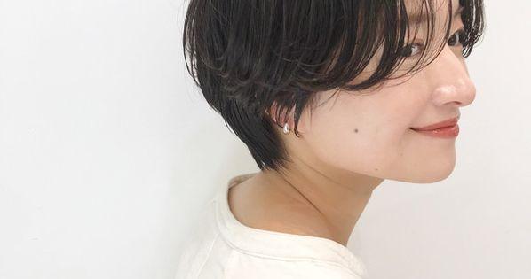 楽ちんなのに色っぽい まぁるい マッシュショート 10選 2021 髪のインスピレーション 髪のイラスト ショートボブ